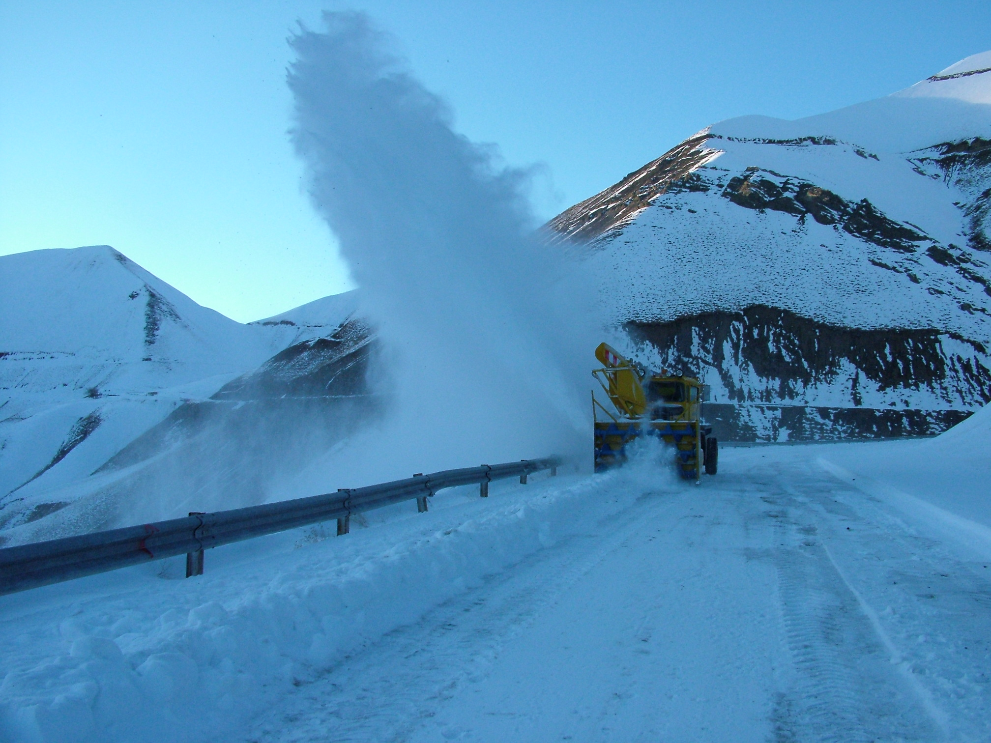 """<span  class=""""uc_style_uc_tiles_grid_image_elementor_uc_items_attribute_title"""" style=""""color:#ffffff;"""">Snow Blower</span>"""